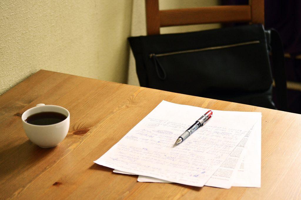 revisie manuscript: geprinte tekst `met rode pen en notities